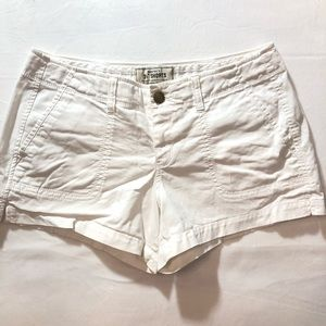"""6 Old Navy White Low-Rise Perfect 3 1/2"""" Shorts"""